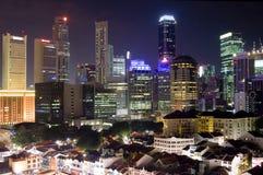Paesaggio urbano di Singapore alla notte Immagini Stock Libere da Diritti