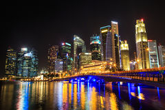 Paesaggio urbano di Singapore alla notte, Singapore - 17 gennaio 2015 Immagini Stock Libere da Diritti