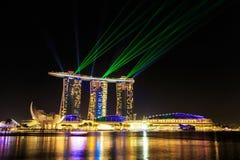 Paesaggio urbano di Singapore alla notte, Singapore - 17 gennaio 2015 Fotografia Stock Libera da Diritti