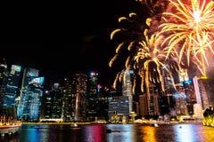 Paesaggio urbano di Singapore alla notte, Singapore - 17 luglio 2015 Immagine Stock Libera da Diritti