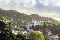 Paesaggio urbano di Sintra con il palazzo nazionale, Portogallo fotografia stock libera da diritti