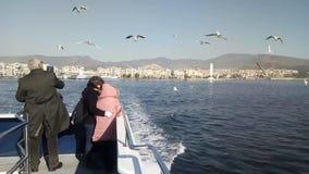 Paesaggio urbano di Smirne Turchia dal traghetto a bordo - del video video d archivio
