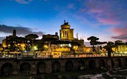 Paesaggio urbano di tramonto di Roma, Italia fotografia stock libera da diritti