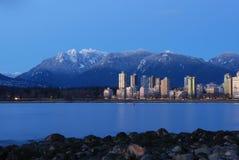 Paesaggio urbano di Vancouver con la montagna di urogallo Fotografie Stock Libere da Diritti