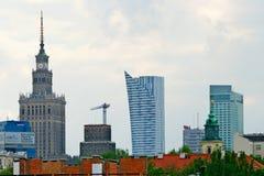 Paesaggio urbano di Varsavia con il palazzo di cultura e di scienza poland immagini stock libere da diritti