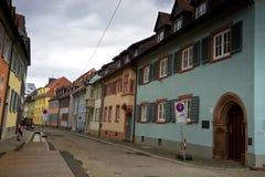 Paesaggio urbano di vecchia via a Friburgo-in-Brisgovia Germania Fotografia Stock Libera da Diritti