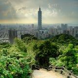 Paesaggio urbano drammatico di Taipeh Immagine Stock
