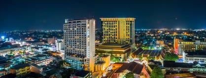 Paesaggio urbano e orizzonti di Chiang Mai di notte Immagine Stock Libera da Diritti