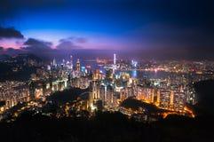Paesaggio urbano illuminato di Hong Kong come visto dall'allerta di Jardine, Hong Kong Island Fotografie Stock Libere da Diritti