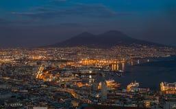 Paesaggio urbano IV di notte di Napoli fotografie stock