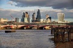 Paesaggio urbano moderno di Londra, Inghilterra immagine stock libera da diritti