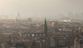 Paesaggio urbano nebbioso di Amsterdam immagini stock libere da diritti