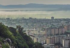 Paesaggio urbano nebbioso di mattina Immagine Stock Libera da Diritti