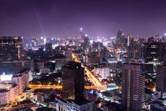 Paesaggio urbano nella capitale, vita di notte di notte Immagini Stock Libere da Diritti