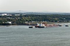 Paesaggio urbano o orizzonte del fiume San Lorenzo con Jean Gaulin Oil Refinery dal ` Abraham Quebec City Canada di plaines d Immagini Stock Libere da Diritti