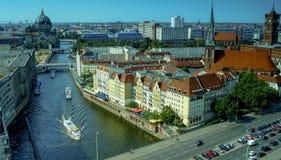 Paesaggio urbano panoramico dell'orizzonte di Berlino, Germania Immagine Stock
