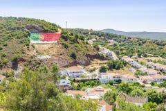 Paesaggio urbano pittoresco di Alte in colline di Algarve, Portogallo fotografia stock