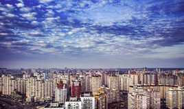 Paesaggio urbano residenziale variopinto a Kiev, giorno, all'aperto Immagine Stock