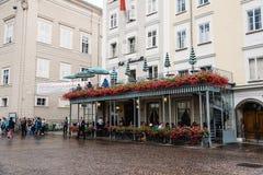 Paesaggio urbano scenico del centro urbano storico di Salisburgo una d piovosa Fotografie Stock