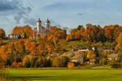 Paesaggio urbano Seredzius Lituania di autunno fotografia stock libera da diritti