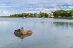 Paesaggio urbano sulla linea costiera della città di Haapsalu, Estonia fotografia stock libera da diritti