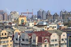 Paesaggio urbano un giorno soleggiato in Dalain, provincia di Liaoning, Cina Fotografia Stock Libera da Diritti