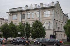 Paesaggio urbano: un monumento di storia e di architettura, via di 37 Malyshev fotografie stock