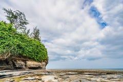 Paesaggio variopinto della spiaggia della spiaggia del vulcano di Beihai, il Guangxi, isola della Cina Weizhou immagine stock libera da diritti