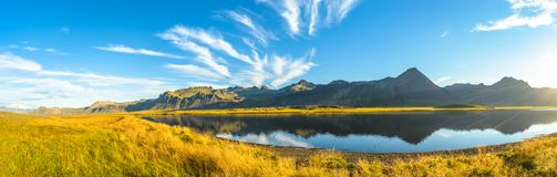 Paesaggio variopinto e selvaggio islandese ad estate Immagini Stock