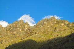 Paesaggio verde della valle della montagna Immagine Stock