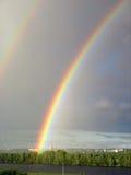 Paesaggio verticale con il Rainbow fotografie stock libere da diritti