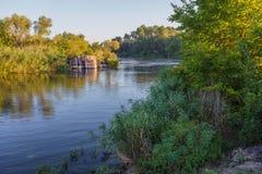 Paesaggio vicino al fiume di Myhiia l'ucraina immagine stock