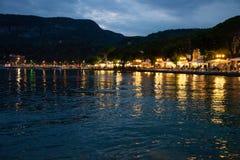 Paese di polizia di notte, polizia del lago, Italia Immagini Stock Libere da Diritti