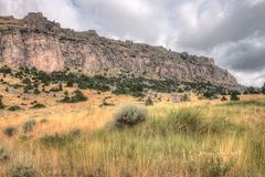 Paese irregolare nel Wyoming rurale durante l'estate fotografia stock
