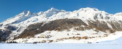 Paesino di montagna alpino nell'inverno Immagine Stock Libera da Diritti