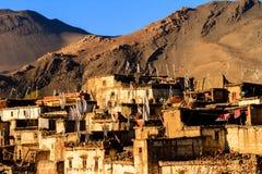 Paesino di montagna asiatico Jharkot in mustang più basso, Nepal, Himalaya, area di conservazione di Annapurna immagini stock libere da diritti