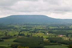 Paesino di montagna del paesaggio della valle Fotografia Stock Libera da Diritti