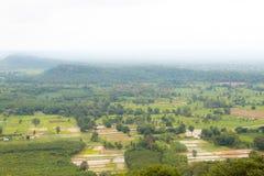 Paesino di montagna del paesaggio della valle Immagini Stock Libere da Diritti