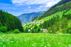 Paesino di montagna delle alpi in Italia Immagine Stock Libera da Diritti