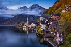 Paesino di montagna di Hallstatt, Salzkammergut, Austria Immagini Stock