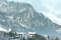 Paesino di montagna di inverno (Austria, Tirolo). Fotografia Stock