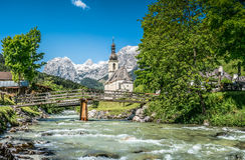 Paesino di montagna di Ramsau, terra di Berchtesgadener, Baviera, Germania Immagine Stock