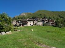 Paesino di montagna italiano Immagini Stock