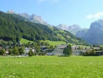 Paesino di montagna svizzero Immagini Stock Libere da Diritti