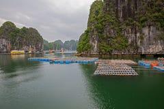 Paesino di pescatori di galleggiamento Fotografie Stock