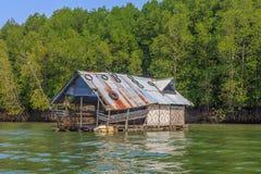 Paesino di pescatori di galleggiamento Immagine Stock Libera da Diritti