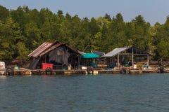 Paesino di pescatori di galleggiamento Fotografie Stock Libere da Diritti