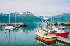 Paesino di pescatori e barche in Skibotn Norvegia Immagini Stock Libere da Diritti