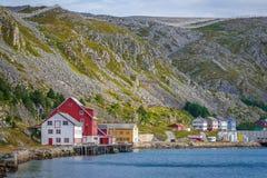 Paesino di pescatori Kjøllefjord in Finnmark, Norvegia fotografia stock libera da diritti