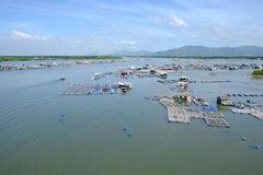 Paesino di pescatori lungo del galleggiante del figlio, figlio lungo, Hai lungo Immagini Stock Libere da Diritti